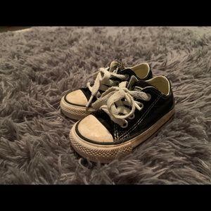 Size 4 black converse